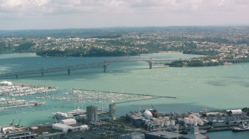 Auckland_Harbour_Bridge_aerial.jpg