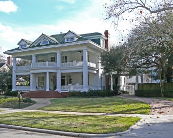 James_L_Autry_House_on_Courtlandt_Place_in_Houston,_Texas.jpg